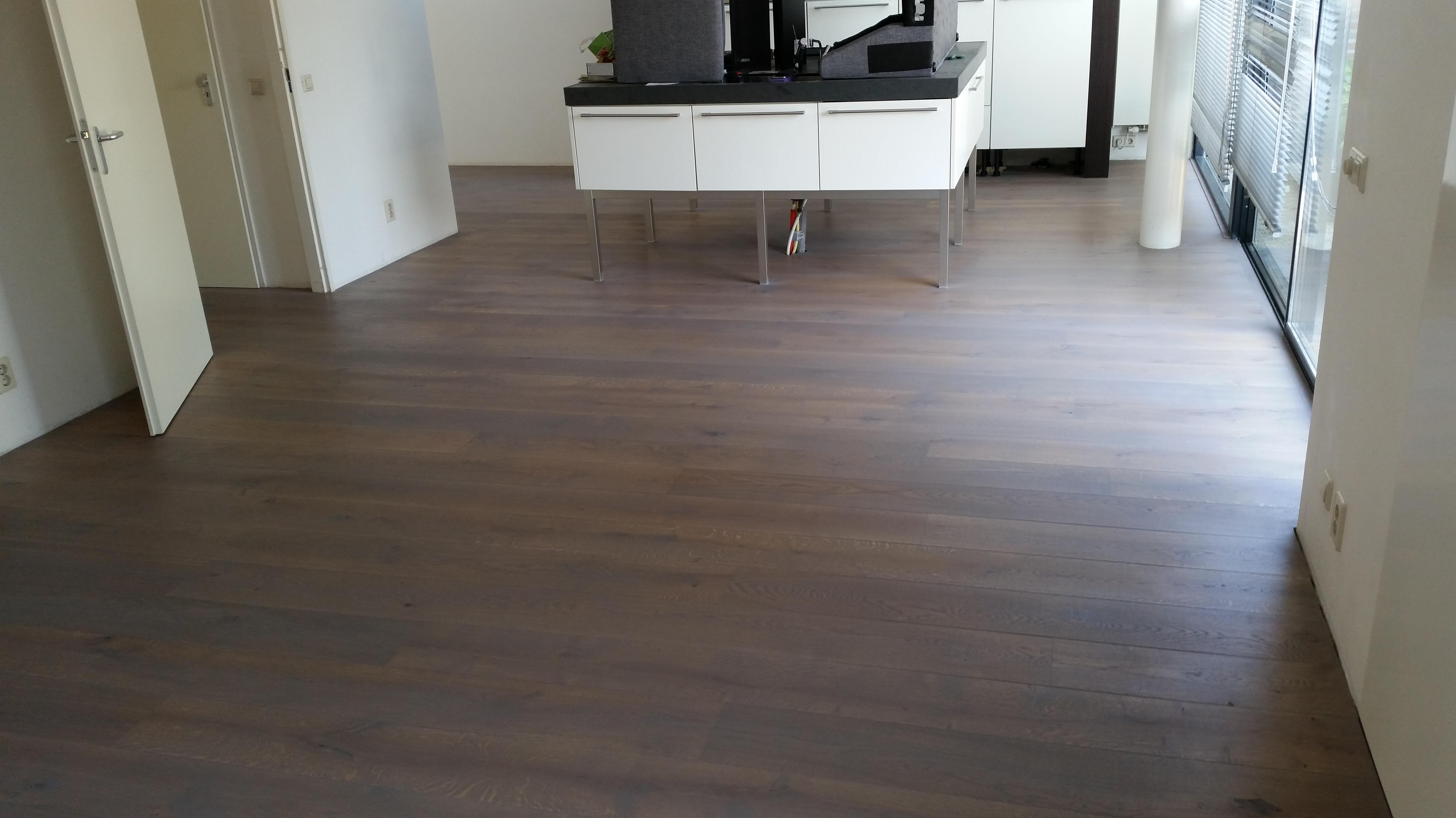Uw houten vloer kleuren? mooievloeren.info vloerenspecialist
